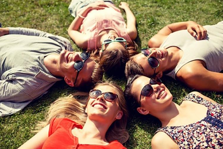 Bagni di sole estivi con massaggi personalizzati trattamenti