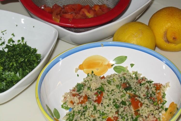 Cucina cous cous integrale con pomodori e prezzemolo for Cucinare cous cous