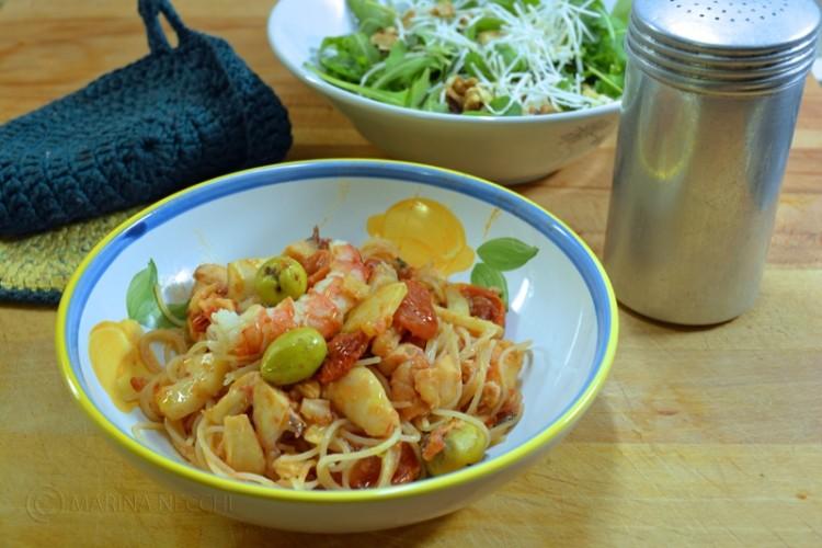 cucina - spaghetti di riso con sugo di pesce e olive - eurosalus - Cucinare Spaghetti Di Riso